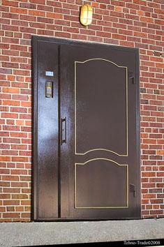 Двері в під'їзд